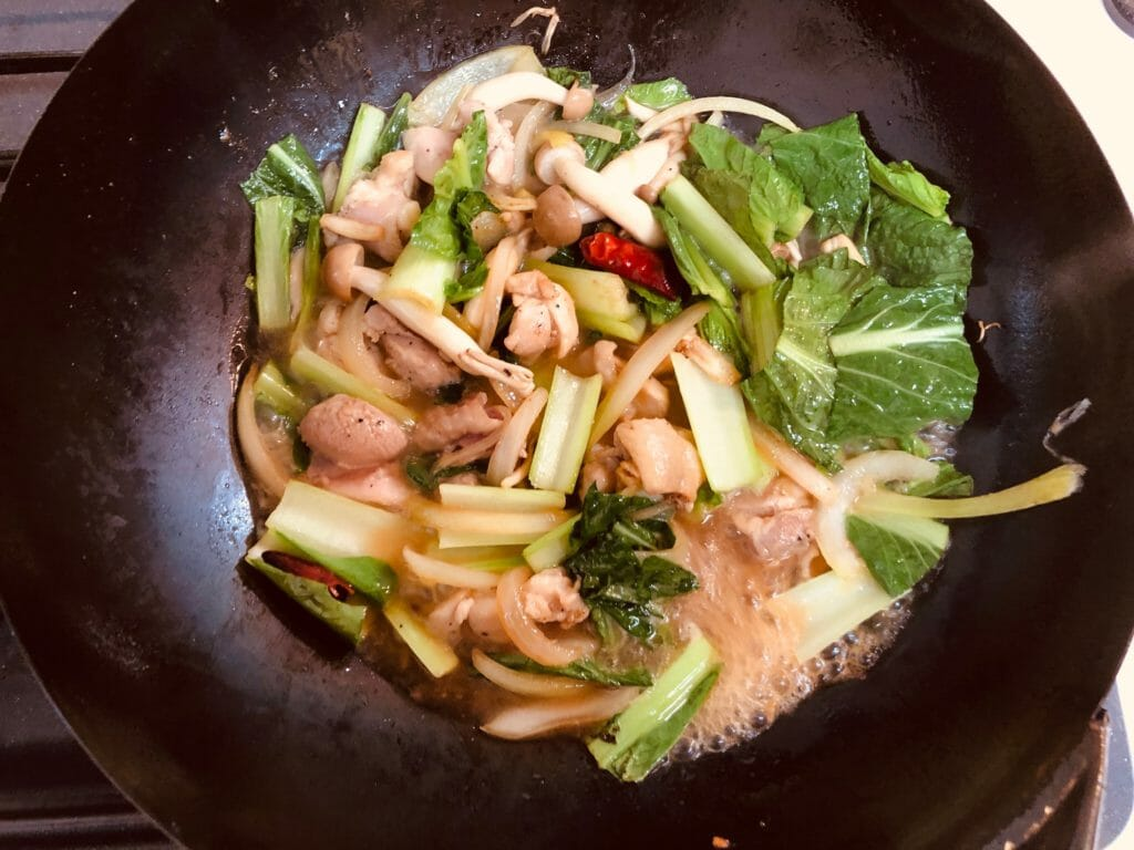 鶏肉と小松菜の出汁風味パスタ