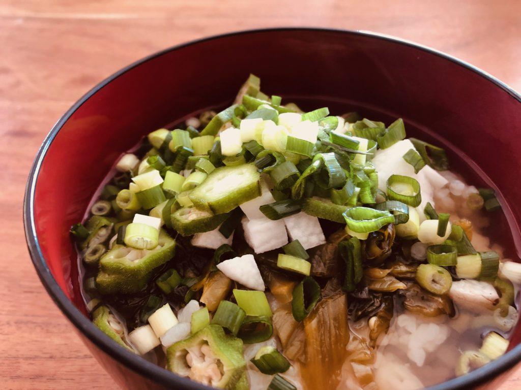 オクラと長芋と高菜のだし茶漬け