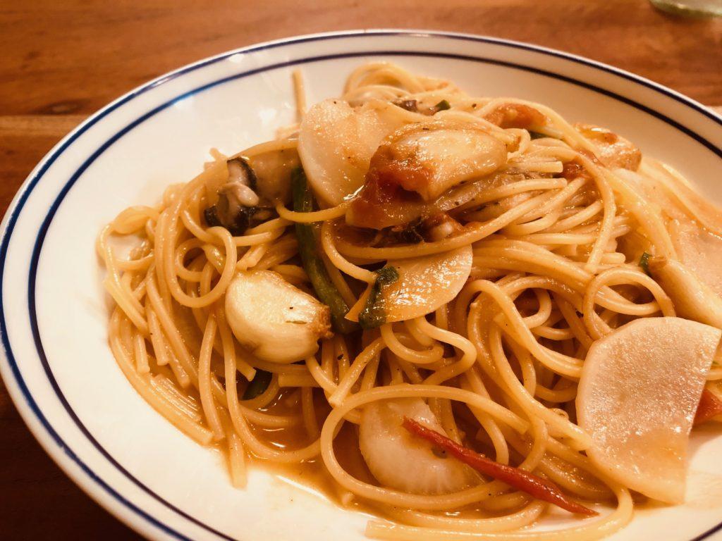 昆布とトマトの水出汁から作った牡蠣パスタ