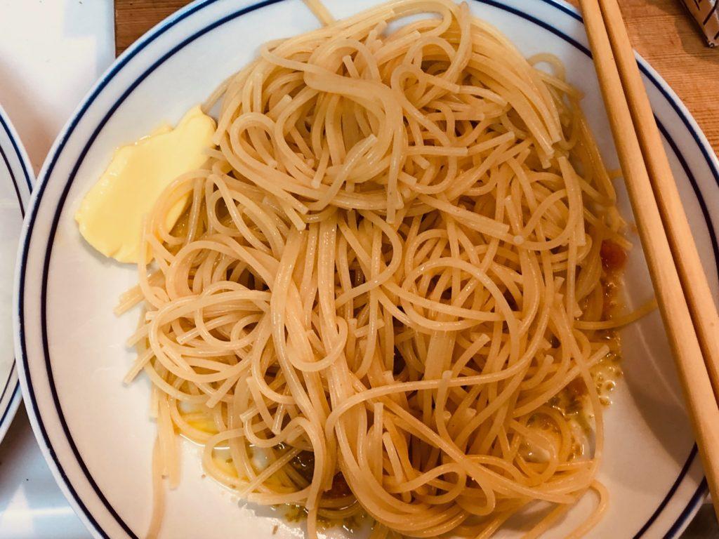 パスタ麺を和える