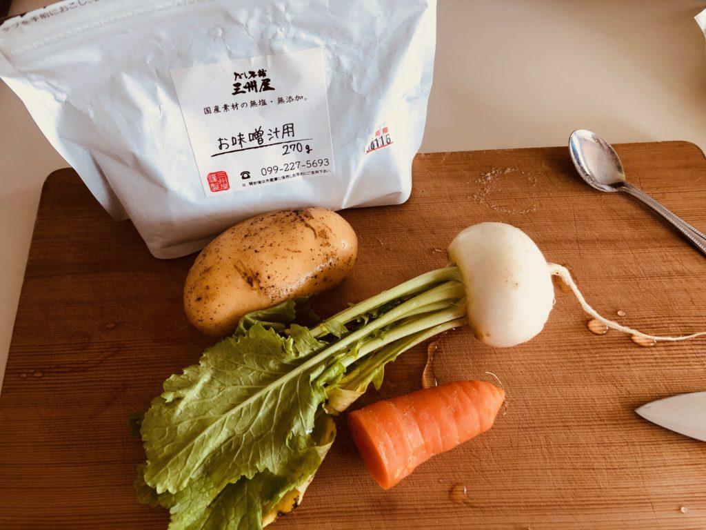 粉出汁とごろごろ野菜のみそ汁の材料